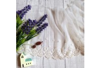 L250 Embroidered Ivory Lace Trim(P)